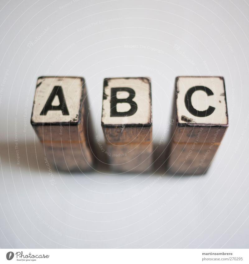 """""""A B C"""" Stempel Holz Zeichen Schriftzeichen Ziffern & Zahlen alt ästhetisch braun schwarz weiß ruhig lernen Wissen drucken Druckerei Farbfoto Gedeckte Farben"""