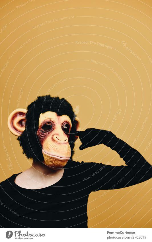 Person with monkey mask drilling in ear 1 Mensch Tier Freude gelb Affen Schimpansen Fell Latex Ohr Menschlichkeit Verhalten Verhaltensregel Evolution Karneval