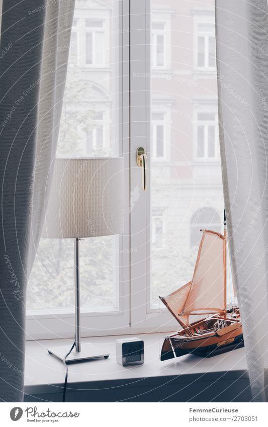 Window sill with decoration and curtains Haus Häusliches Leben Schlafzimmer Wohnzimmer Büro Vorhang weiß Modellboot Wasserfahrzeug Tischlampe beige hell Wecker