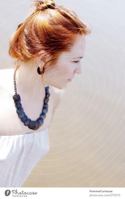Innocent. Mensch Frau Natur Jugendliche schön Sommer Einsamkeit Erwachsene Erholung feminin Bewegung Holz Kopf Stil Junge Frau Zufriedenheit