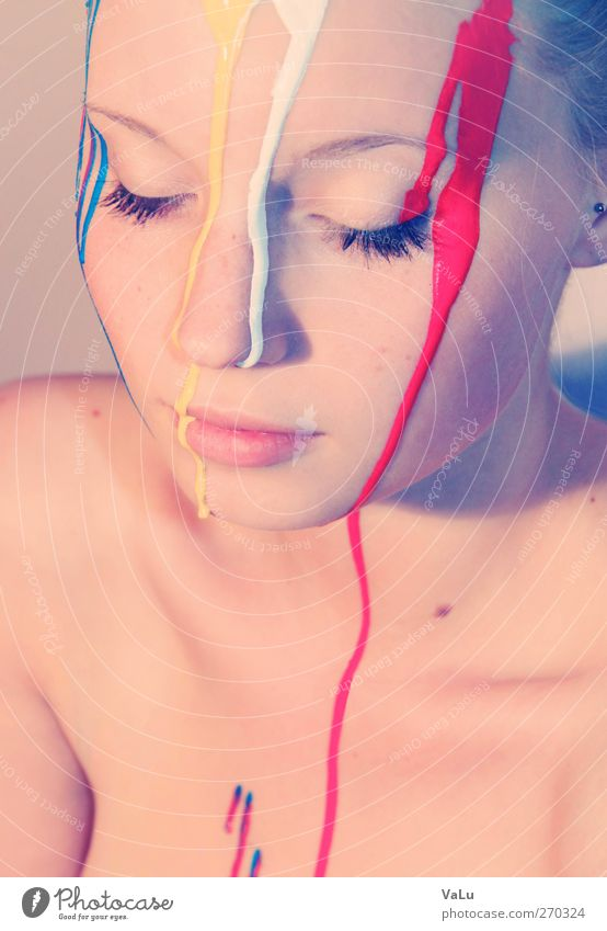 Fließende Farbe feminin Junge Frau Jugendliche Gesicht 1 Mensch 18-30 Jahre Erwachsene brünett ruhig Farbfoto mehrfarbig Studioaufnahme Akt Experiment