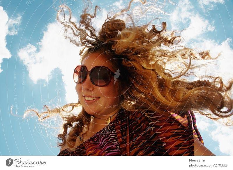 FeelFree. Mensch Jugendliche Freude feminin Gefühle Haare & Frisuren lachen Junge Frau Fröhlichkeit Coolness 13-18 Jahre Locken Lebensfreude Sonnenbrille