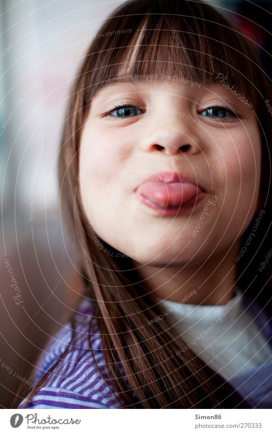 Zunge Mensch Kind alt schön Mädchen Freude feminin lustig Haare & Frisuren Glück Kopf natürlich Kindheit frei frisch Fröhlichkeit