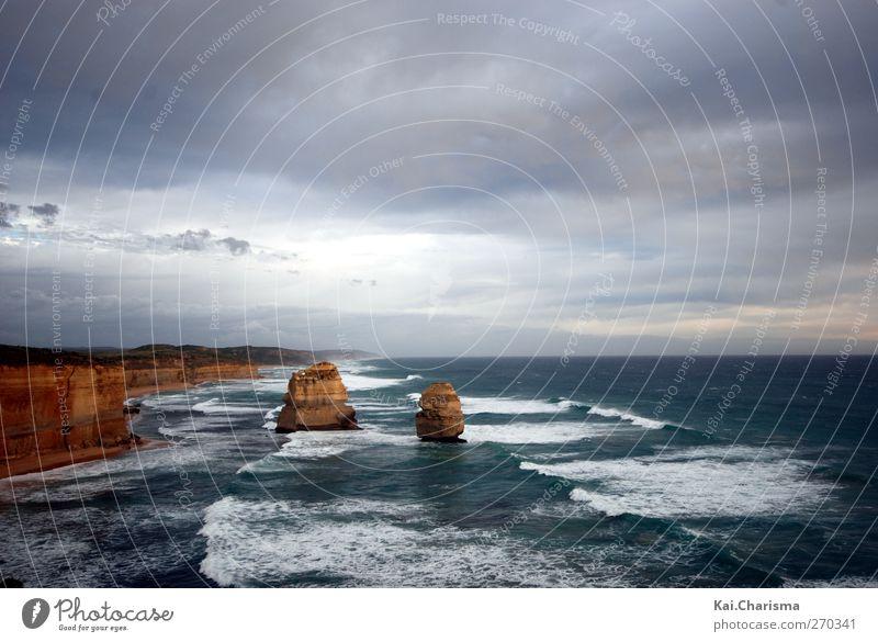 Cliff Sand Wasser Schlucht Wellen Küste Meer Optimismus Wahrheit Weisheit Farbfoto Außenaufnahme Menschenleer Textfreiraum oben Textfreiraum unten Dämmerung
