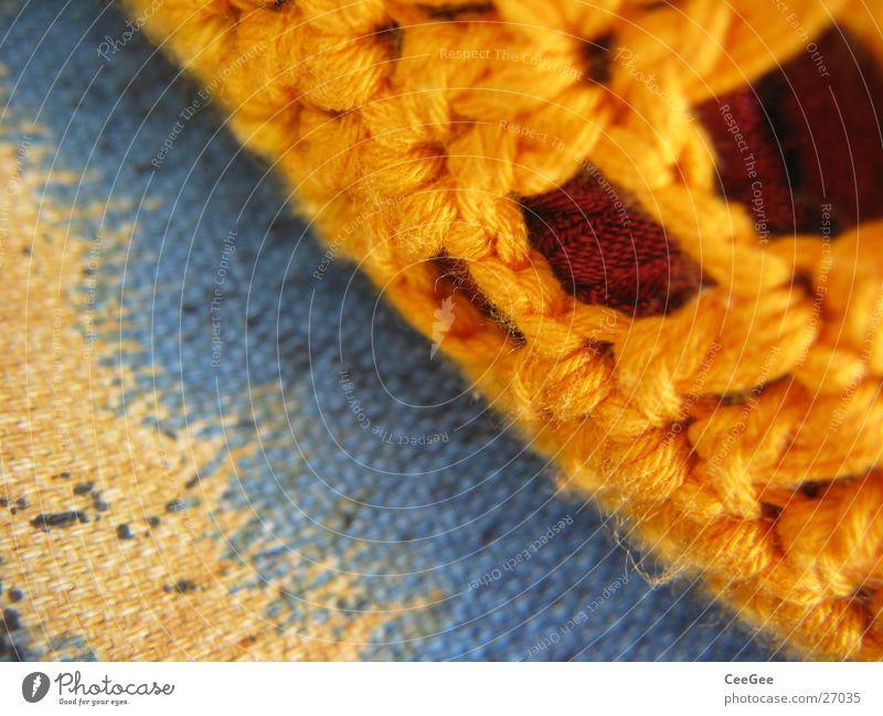 Kissen Faser gelb Stoff Wolle gewebt weich kuschlig Häusliches Leben orange blau Makroaufnahme Nahaufnahme