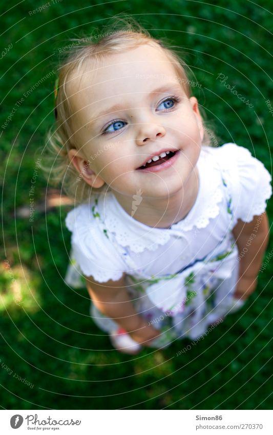 blue eyes Kind grün schön Freude Auge Glück lachen träumen Tanzen Zufriedenheit blond Kindheit natürlich Fröhlichkeit ästhetisch leuchten