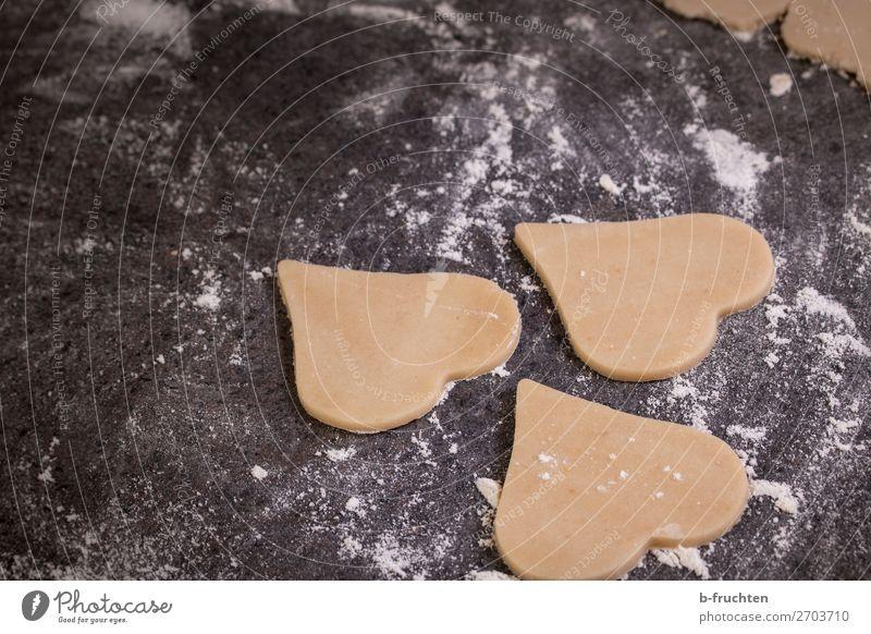 Baking love cookies for Valentine´s Day Teigwaren Backwaren Süßwaren Ernährung Valentinstag Weihnachten & Advent beobachten Liebe warten frisch genießen