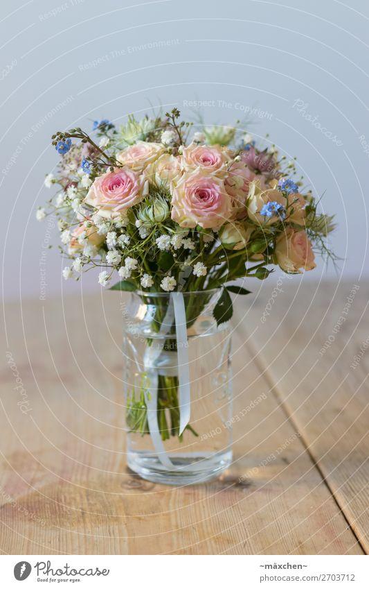 Brautstrauß III Pflanze Blume Gras Sträucher Blatt Blüte Blumenstrauß Duft schön natürlich blau mehrfarbig gelb grün orange rosa weiß Hochzeit Vase Holztisch
