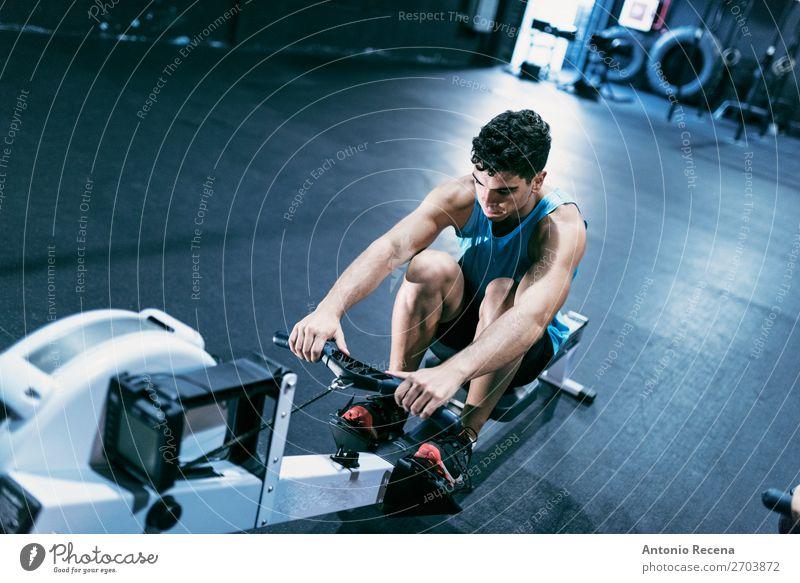 Ruderer Sport Mann Erwachsene brünett Einsamkeit Paddeln Sporthalle Maschine Training Rudern üben Lateinamerikaner Muskulatur 20s 30s Spanisch Reihe Crossfit