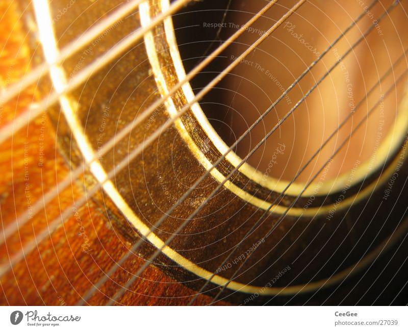 Saiten und Resonanz Musik Holz braun rund Freizeit & Hobby Gitarre Loch Ton Klang Musikinstrument musizieren Resonanzkörper