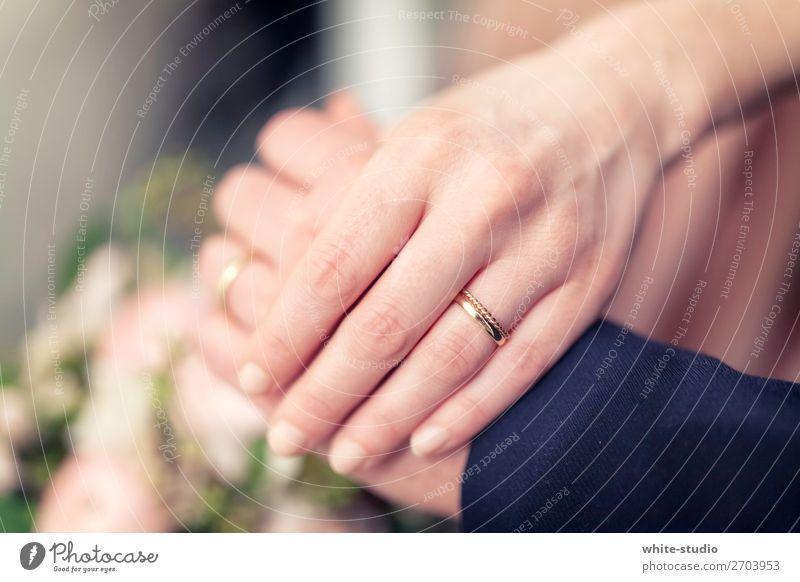 Zusammensein Paar Liebe Ehering Hochzeitspaar Partner Partnerschaft Eheversprechen Liebespaar Heiratsantrag Ehefrau Ehemann Farbfoto