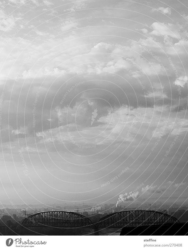Himmelfahrt Himmel Stadt Wolken Umwelt USA Skyline Umweltverschmutzung Wolkenhimmel Emission Wolkenfeld Eisenbahnbrücke St. Louis