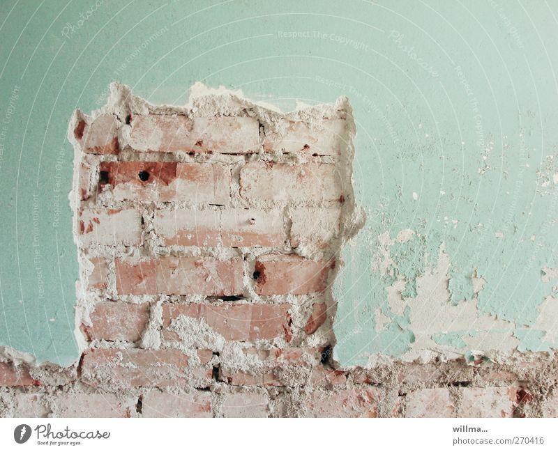offenlegung Wand Mauer Fassade kaputt Wandel & Veränderung Baustelle Vergänglichkeit verfallen Backstein Verfall türkis Putz Schornstein Renovieren abblättern