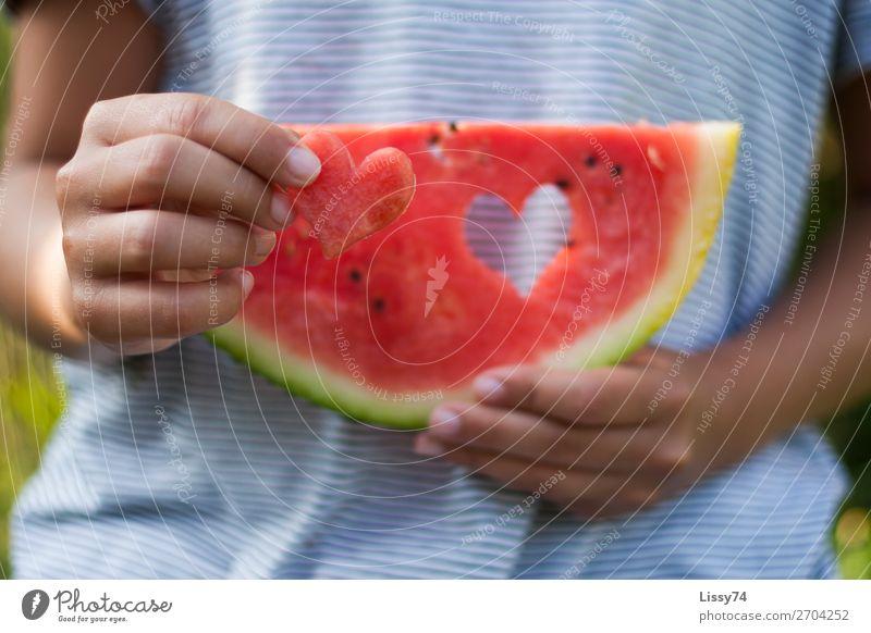Ein Herz und eine Melone Part II Lebensmittel Frucht Melonen Vitamin Gesundheitswesen Ernährung Kind Schule Mensch Mädchen Kindheit Hand 1 8-13 Jahre frech