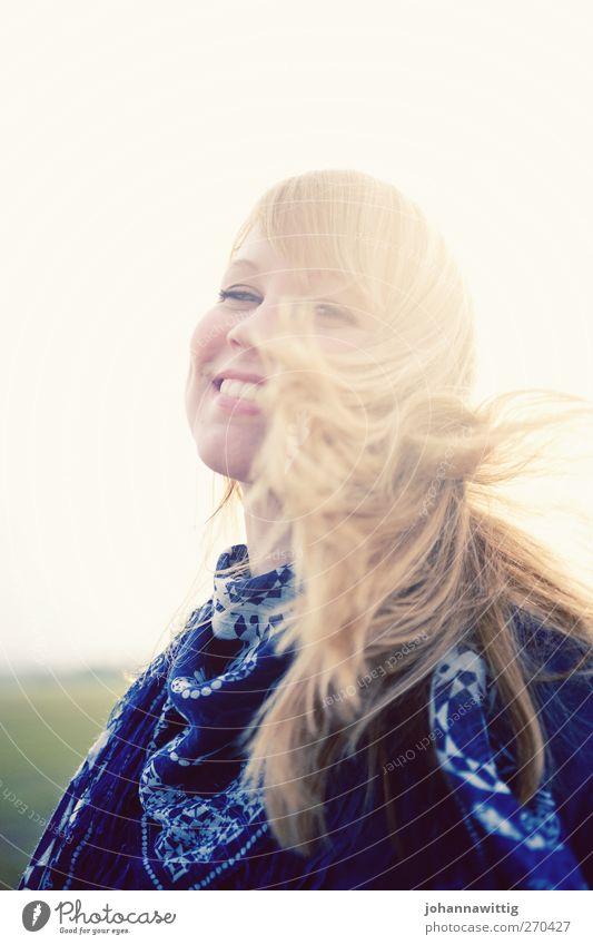 easy 4 Mensch Jugendliche blau schön Sonne Sommer Freude Erwachsene Umwelt gelb feminin Leben Gefühle Haare & Frisuren Glück lachen