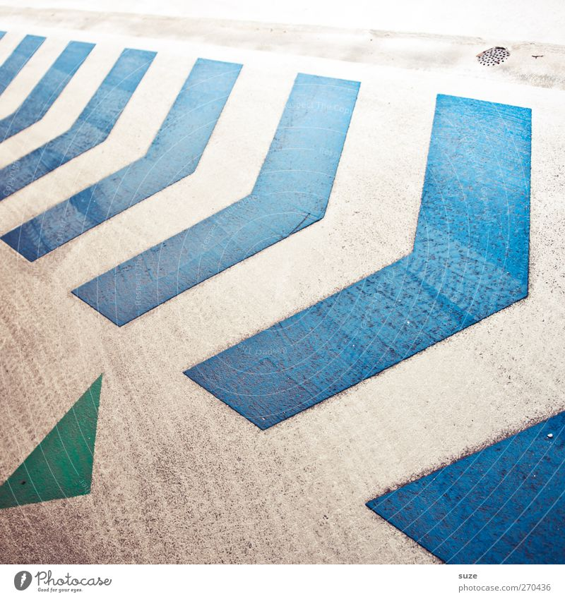 Follow me ... blau grün weiß Wege & Pfade Stil Hintergrundbild dreckig authentisch Schilder & Markierungen Verkehr Design Beton Streifen Spitze