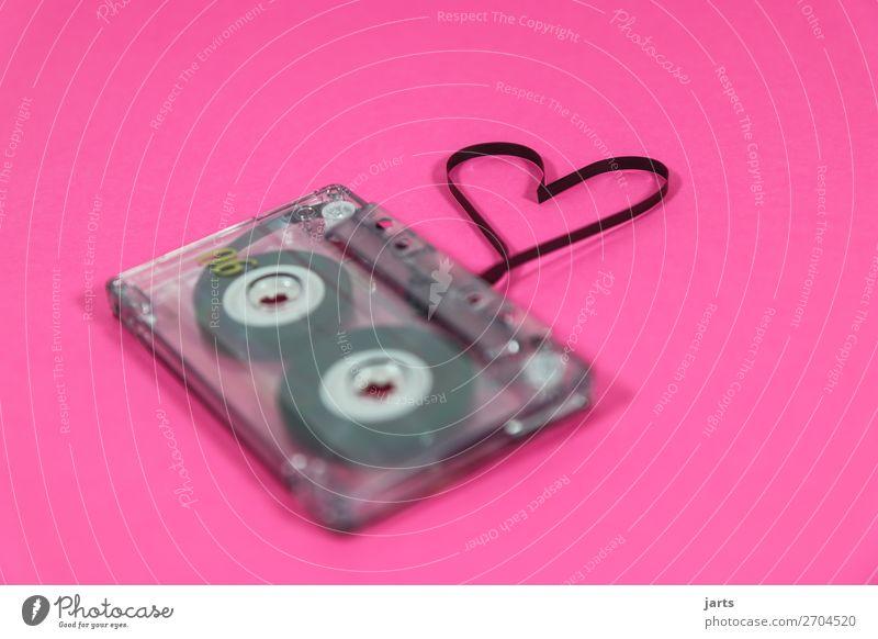 lovesong II Unterhaltungselektronik Musik Musik hören verrückt rosa Sympathie Freundschaft Zusammensein Liebe Kunst Kassettenrekorder Herz Lied liebeslied