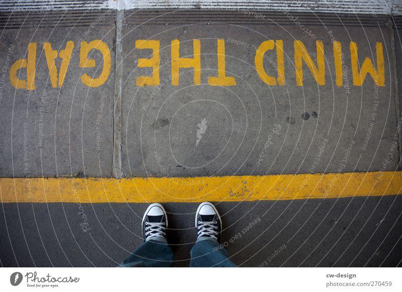 One Step Beyond Stil Freizeit & Hobby Ferien & Urlaub & Reisen Ausflug Mensch maskulin Junger Mann Jugendliche Erwachsene Fuß 1 18-30 Jahre Bahnhof Architektur