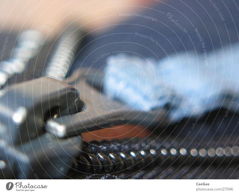 Reißverschluß Reißverschluss geschlossen Stoff Freizeit & Hobby Verschluss offen ziehen blau Schnur Metall Gliedmaßen