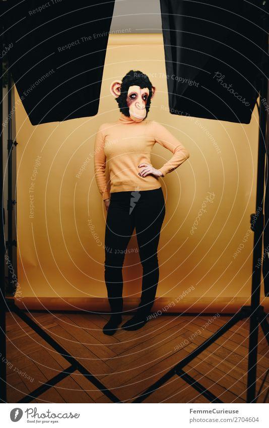 Woman with monkey mask posing in photo studio feminin Frau Erwachsene 1 Mensch 18-30 Jahre Jugendliche 30-45 Jahre Freude Fotostudio Dielenboden