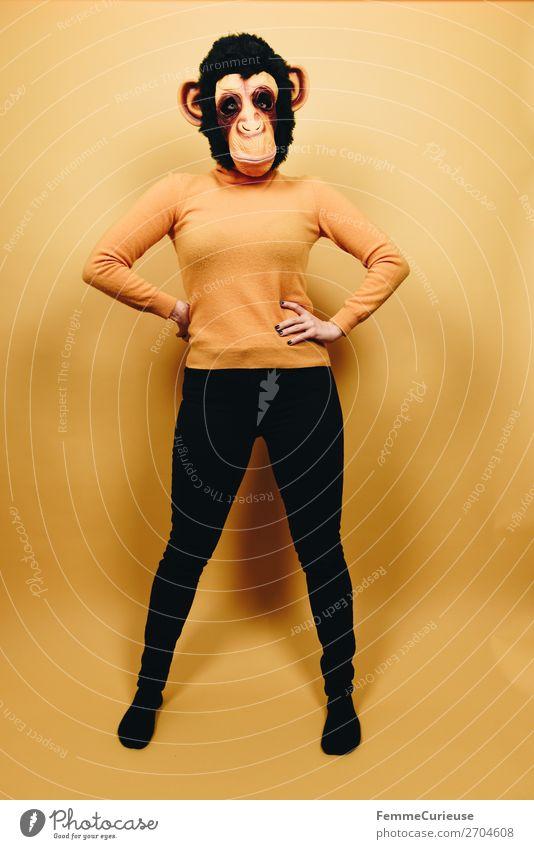Woman with monkey mask posing against a yellow background feminin Frau Erwachsene 1 Mensch 18-30 Jahre Jugendliche 30-45 Jahre Freude Karneval Karnevalskostüm