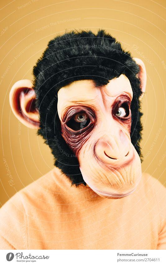 Portrait of a woman with monkey mask feminin Frau Erwachsene 1 Mensch 18-30 Jahre Jugendliche 30-45 Jahre seriös ernst skeptisch Wut Maske Karneval