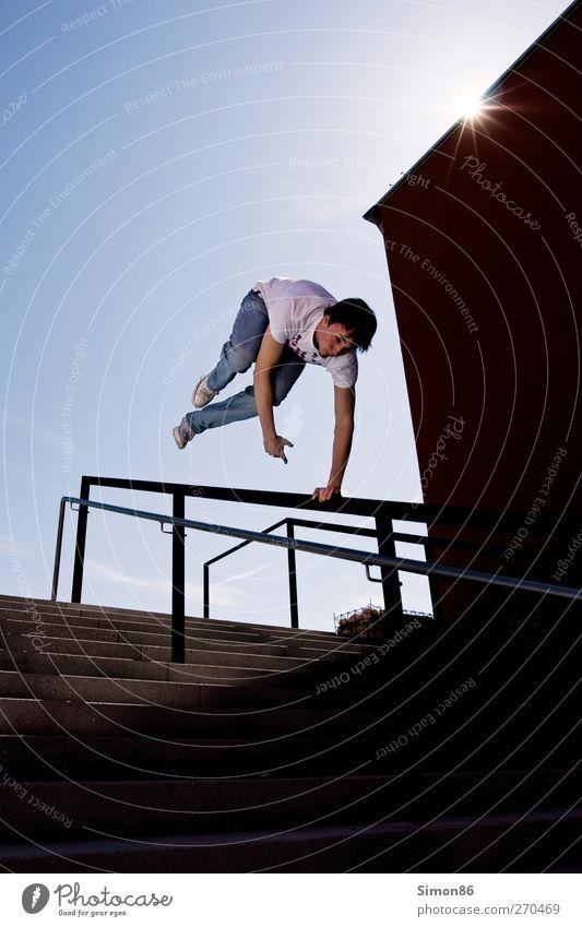 jump Lifestyle Stil sportlich Fitness Freizeit & Hobby Sonne Sport Mensch Junger Mann Jugendliche Leben 1 18-30 Jahre Erwachsene Schönes Wetter Treppe springen