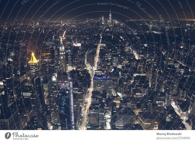 Luftaufnahme von New York City bei Nacht, USA. kaufen Reichtum Büro Stadt Stadtzentrum Skyline Hochhaus Gebäude Architektur Straße einzigartig elegant Erfolg