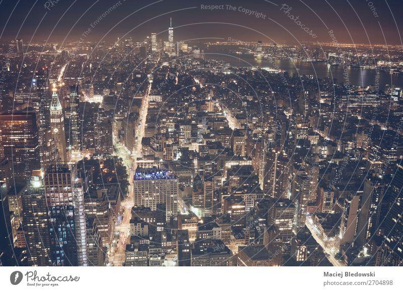 Luftaufnahme von New York City bei Nacht, USA. Lifestyle kaufen Reichtum elegant Ferien & Urlaub & Reisen Tourismus Sightseeing Städtereise Büro Stadt Skyline