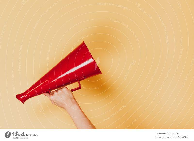 Female arm with megaphone in hand feminin Frau Erwachsene 1 Mensch 18-30 Jahre Jugendliche 30-45 Jahre Kommunizieren Ansage Durchsage durchsagen Megaphon