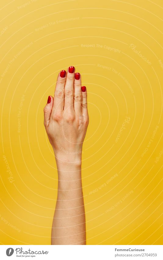 Forearm and hand of a woman in front of a yellow background feminin Junge Frau Jugendliche Erwachsene 1 Mensch 18-30 Jahre 30-45 Jahre gelb rot Nagellack