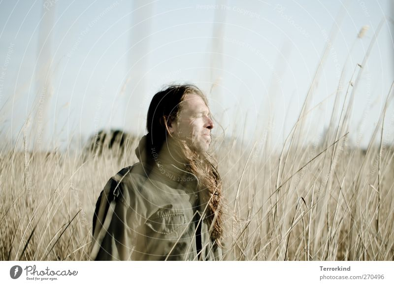 Hiddensee | sht. Mensch Himmel Mann Natur ruhig Wiese Leben Haare & Frisuren träumen Feld Gelassenheit Jacke langhaarig sanft verträumt