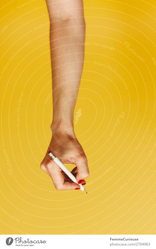 Forearm and hand with pencil against a yellow background feminin Frau Erwachsene 1 Mensch 18-30 Jahre Jugendliche 30-45 Jahre Kreativität Unterarm Finger Hand