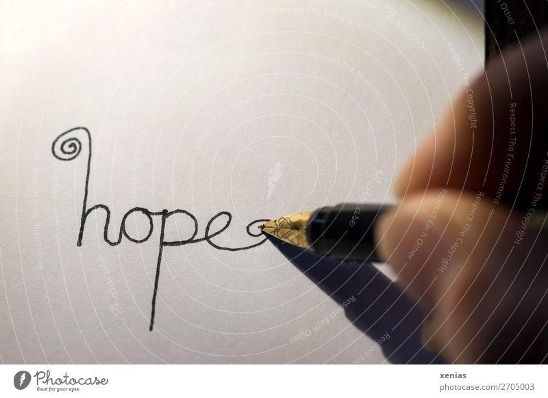 hope Hand Finger Daumen Schreibwaren Papier Schreibstift Füllfederhalter Schriftzeichen schreiben gold schwarz weiß Gefühle Hoffnung Farbfoto Studioaufnahme