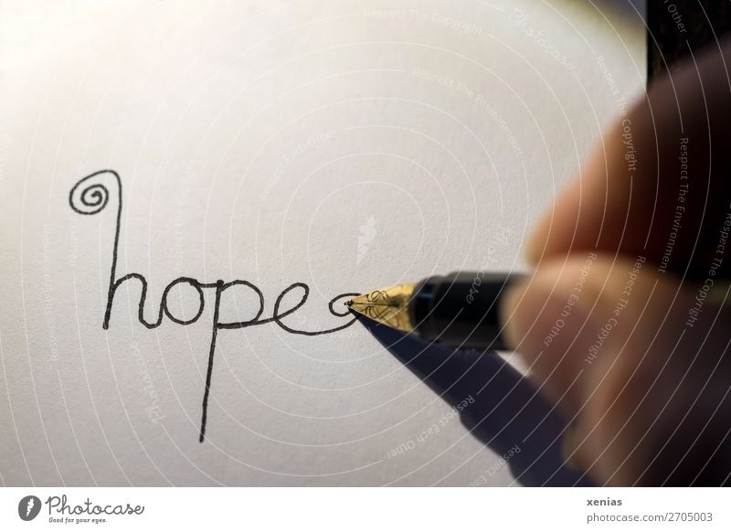 hope handgeschrieben Hoffnung Hand Finger Daumen Füllfederhalter Schreibstift Schreibwaren Papier Schriftzeichen schreiben gold schwarz weiß Gefühle