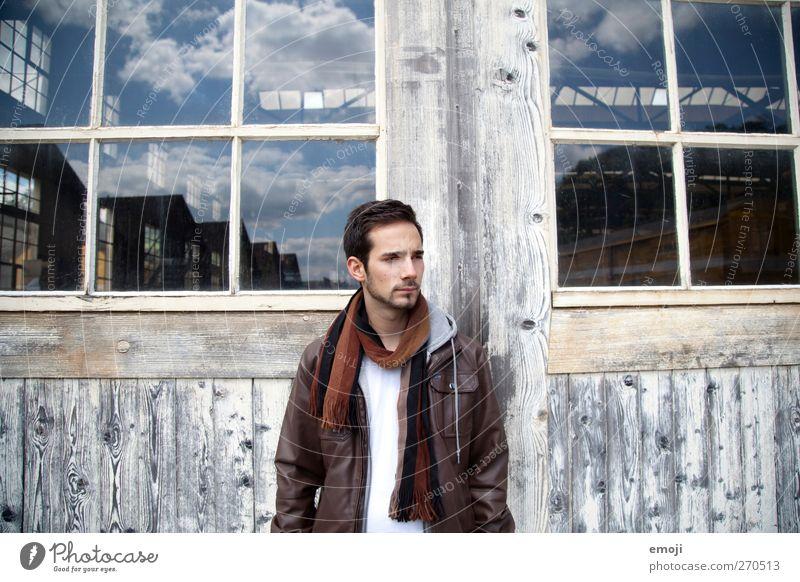 Wolkengebilde maskulin Junger Mann Jugendliche 1 Mensch 18-30 Jahre Erwachsene Mode schön Reflexion & Spiegelung Fenster Gebäude Industrie Farbfoto