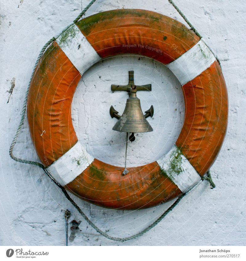 Rettung der Glocke Schifffahrt Kreuzfahrtschiff Fähre Wasserfahrzeug Hafen Jachthafen Anker rot weiß Rettungsring Rettungsgeräte Schiffsglocke Lebensrettung