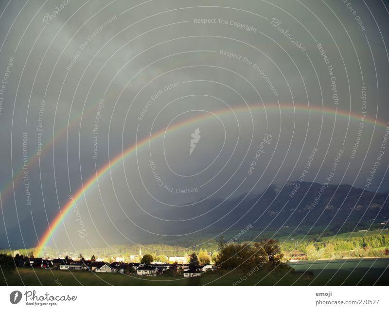 und weil's so schön war Umwelt Natur Landschaft Himmel Klima schlechtes Wetter Unwetter Sturm Dorf Kleinstadt außergewöhnlich dunkel Regenbogen Naturwunder