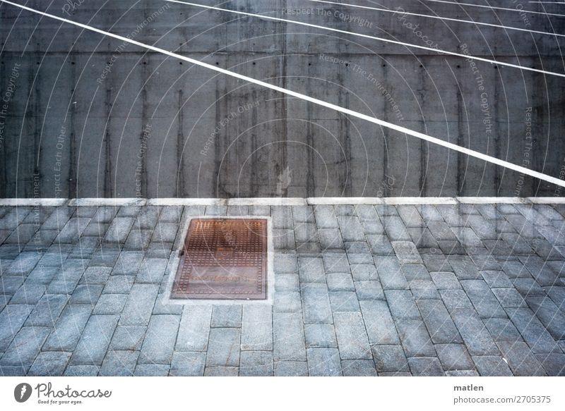 Parkplatz Hafenstadt Menschenleer eckig blau braun grau schwarz weiß Linie Stein Asphalt Eisen Traverse Ecke Fuge Doppelbelichtung Farbfoto Gedeckte Farben