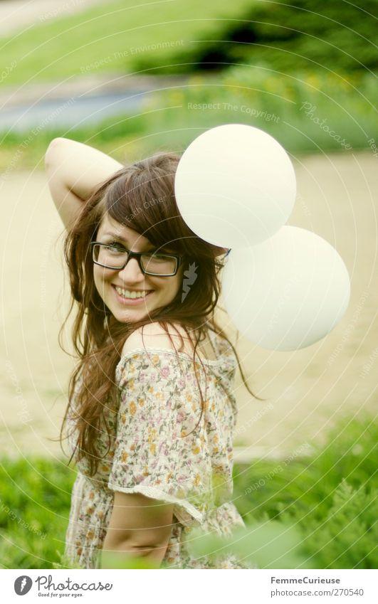 Endlich Sommer! :-) Freude Ausflug Garten Feste & Feiern feminin Junge Frau Jugendliche Erwachsene 1 Mensch 18-30 Jahre Ferien & Urlaub & Reisen