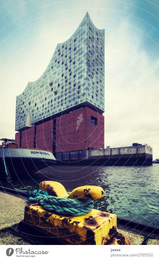 Gut angelegt blau schön Haus gelb braun Fassade hoch Hamburg Sehenswürdigkeit Schifffahrt Hafenstadt Elbphilharmonie