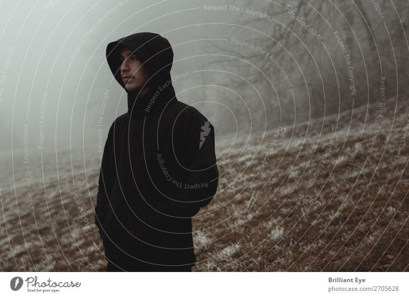 winterliche Kälte Lifestyle Ausflug Winter Fitness Sport-Training Mensch maskulin Jugendliche 1 13-18 Jahre Natur Nebel Eis Frost Wald Hügel Jacke beobachten