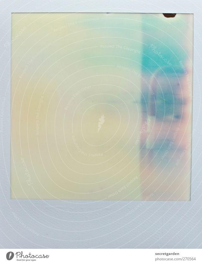 das leben ist voller vehler. Kunst rot weiß Barriere fehlerhaft Fehler Überbelichtung analog Farbfoto Gedeckte Farben Nahaufnahme Experiment Polaroid