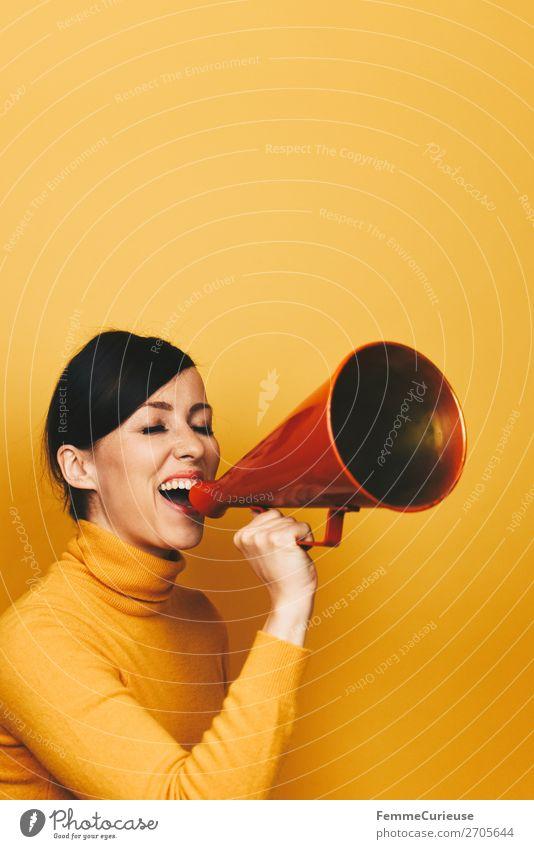 Woman making an announcement with a red megaphone Frau Mensch Jugendliche rot 18-30 Jahre Erwachsene gelb sprechen feminin Kommunizieren schreien Rede Respekt