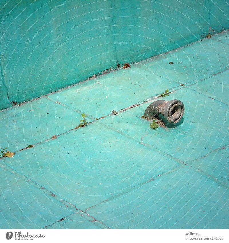 Abhöraffäre leer Schwimmbad Bassin Pool Wasserrohr Abflussrohr Fliesen u. Kacheln Becken trocken türkis Verfall Saisonbeginn Spitzel Lauschangriff Menschenleer