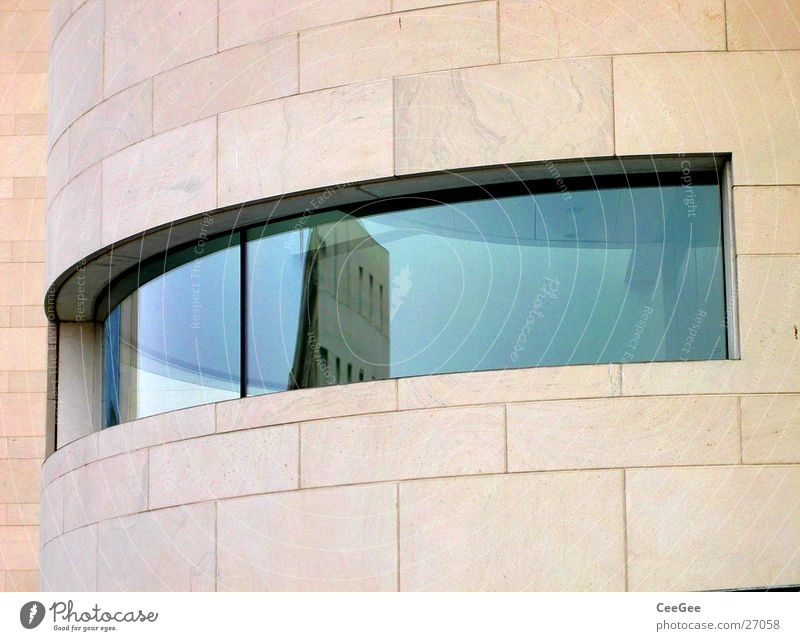 Architektenauge Gebäude Neubau Sandstein Ocker Naturstein Fenster Öffnung Reflexion & Spiegelung Architektur deutsches historisches Museum Auge Glas blau