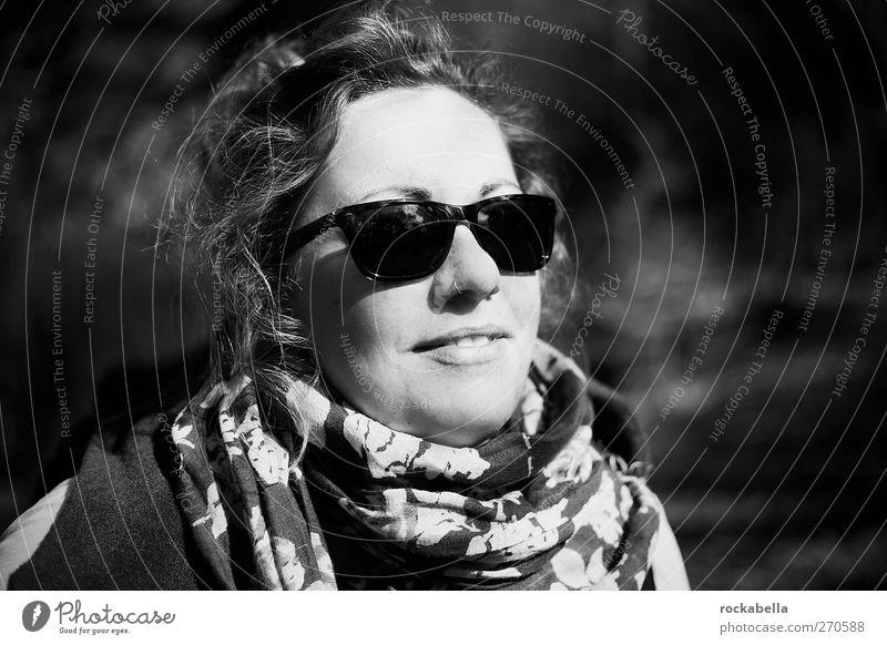 Hiddensee | Frau mit Sonnenbrille feminin Erwachsene 1 Mensch 18-30 Jahre Jugendliche ästhetisch Coolness elegant schön Wärme Freude Glück Fröhlichkeit