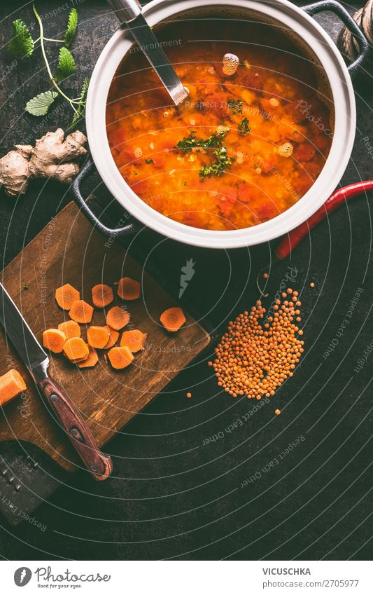 Kochtopf mit leckerer Linsensuppe Lebensmittel Suppe Eintopf Mittagessen Bioprodukte Vegetarische Ernährung Diät Topf Stil Design Gesunde Ernährung
