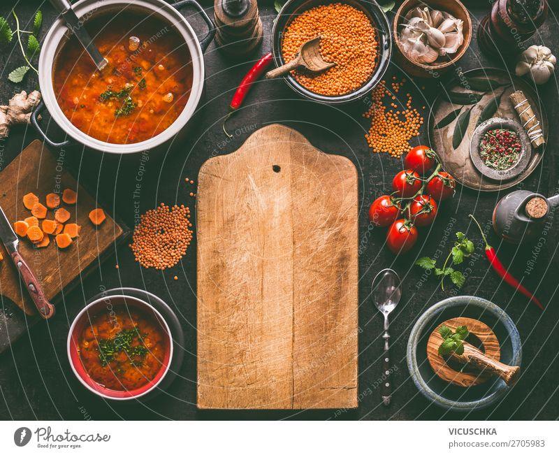 Linsensuppe mit Zutaten auf dem Küchentisch Gesunde Ernährung Foodfotografie Speise Gesundheit Lebensmittel Essen gelb Stil Häusliches Leben Design Tisch