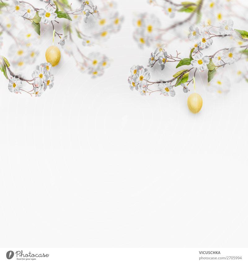 Weiße Frühlingsblüten mit hängenden gelben Ostereiern Natur Pflanze Hintergrundbild Blüte Stil Design Dekoration & Verzierung Ostern Symbole & Metaphern